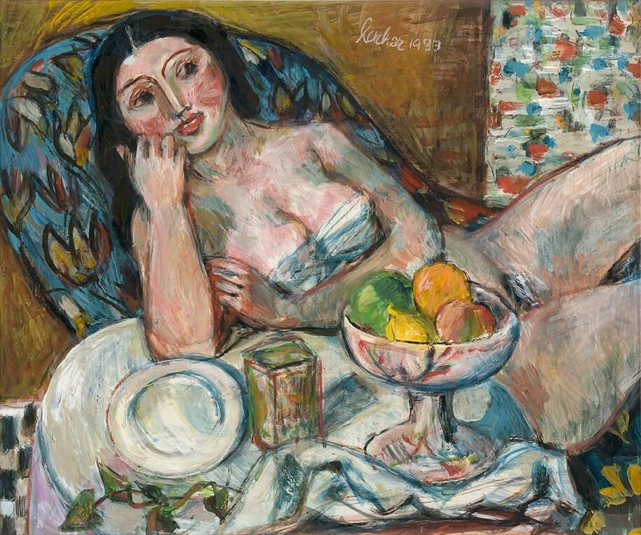 Frau mit Obstschale